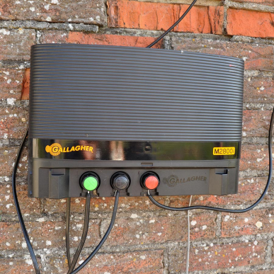 Electrificateur secteur 230V Modèle M2800i avec accessoires (230V - 21 J)