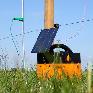 Electrificateur solaire hybride à piles et avec panneau solaire Modèle B40 + Kit solaire 4W