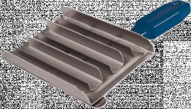 Etrille métallique carrée avec poignée plastique - 7 rangées, fine